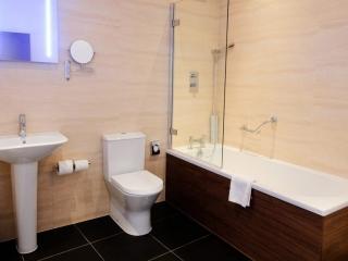 Mercure Southampton Centre Dolphin Hotel Privilege Bedrooms Arcadia Bathroom