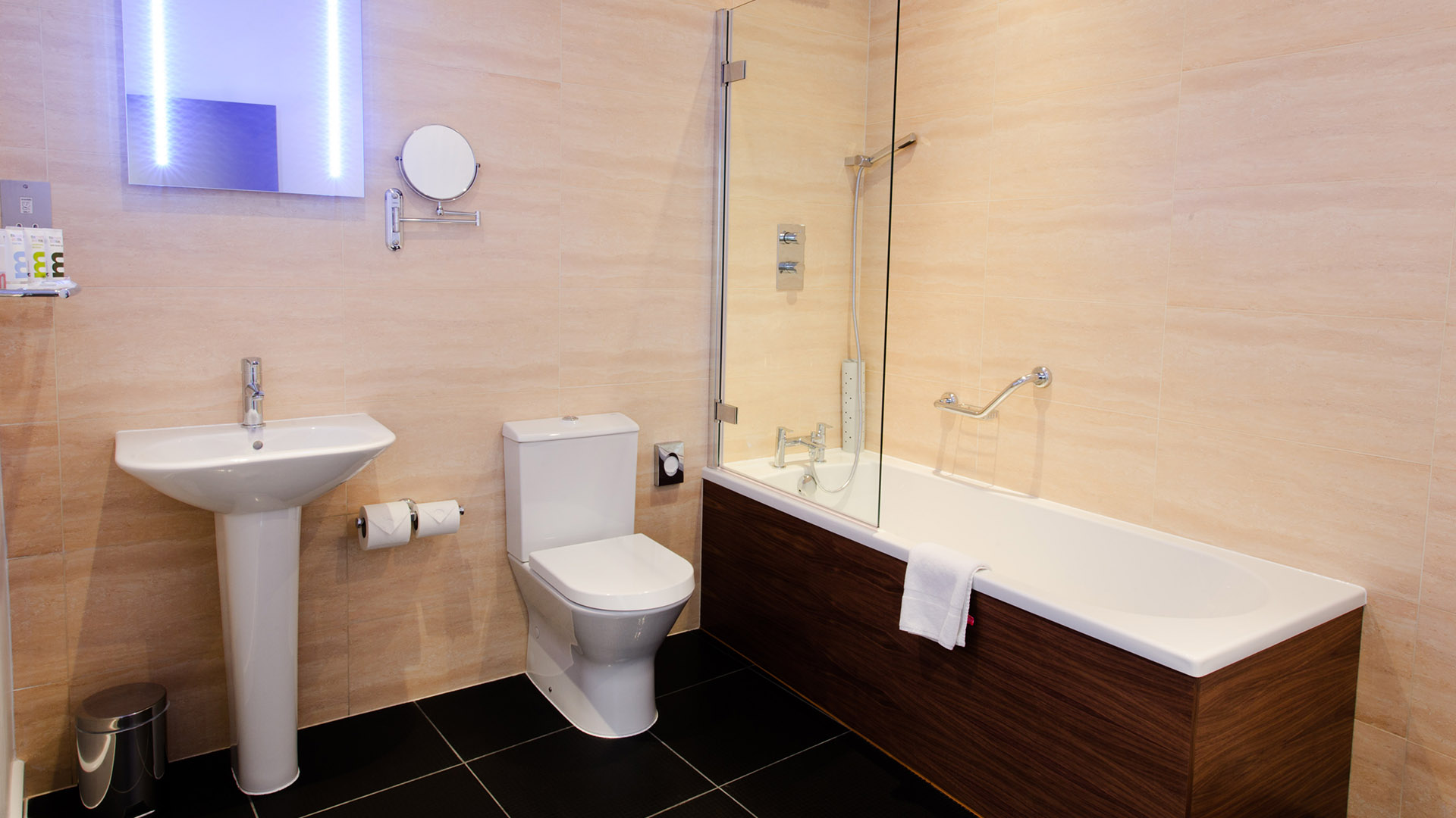 Mercure Southampton Centre Dolphin Hotel Privilege Bedrooms Arcadia Bathroom