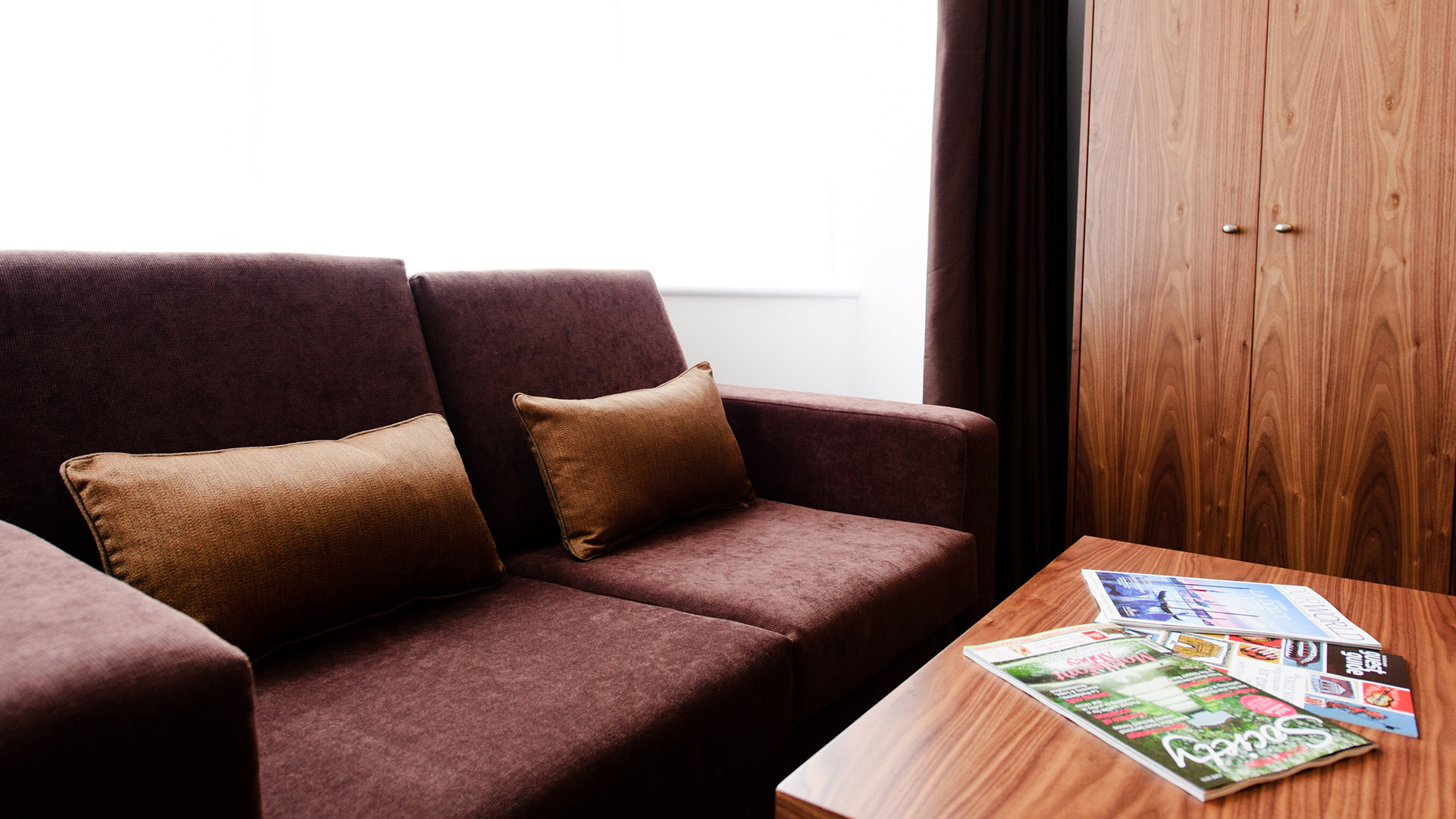Mercure Southampton Centre Dolphin Hotel Privilege Bedrooms sofa